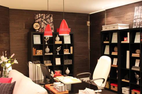 Home Office: Escritório e loja  por Cromalux Sistemas de Iluminação Ltda