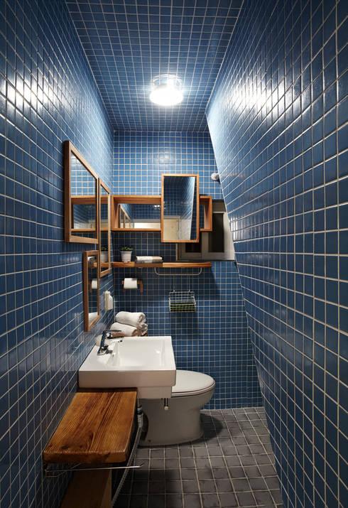 잉여주택: designvom의  욕실