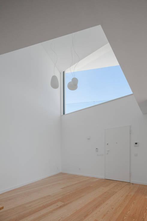 Corridor & hallway by JPS Atelier - Arquitectura, Design e Engenharia