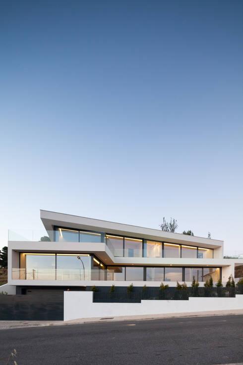 JC House: Casas  por JPS Atelier - Arquitectura, Design e Engenharia
