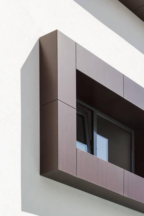ML House: Janelas   por JPS Atelier - Arquitectura, Design e Engenharia