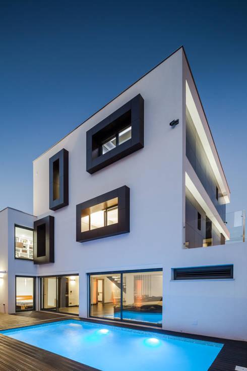 JPS Atelier - Arquitectura, Design e Engenhariaが手掛けた家