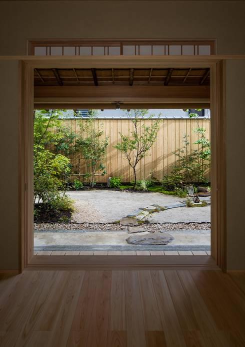 寺池台の家: 伊東建築計画室が手掛けた窓です。