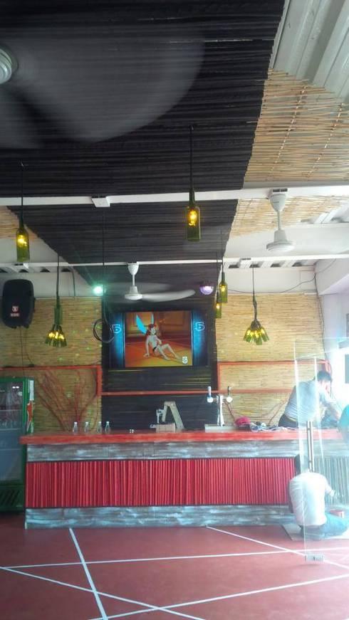 bar: Bares y discotecas de estilo  por bello diseño interior
