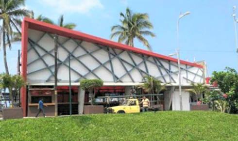 fachada de bar: Bares y discotecas de estilo  por bello diseño interior
