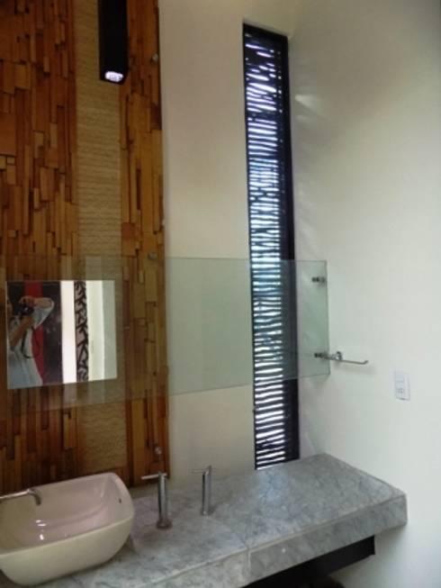 ventilacion de baño: Baños de estilo  por bello diseño interior