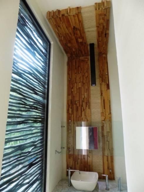 residencia: Baños de estilo  por bello diseño interior