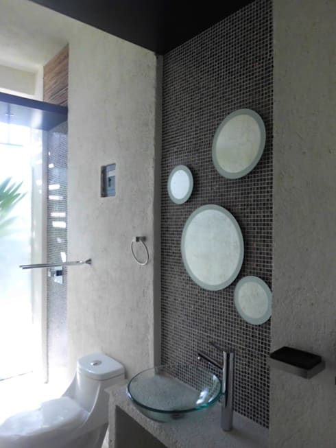 baño con materiales a mano: Baños de estilo  por bello diseño interior