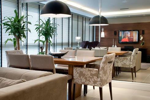 Sala Estar/Jantar Apartamento 2: Salas de jantar modernas por Angela Ognibeni Arquitetura e Interiores