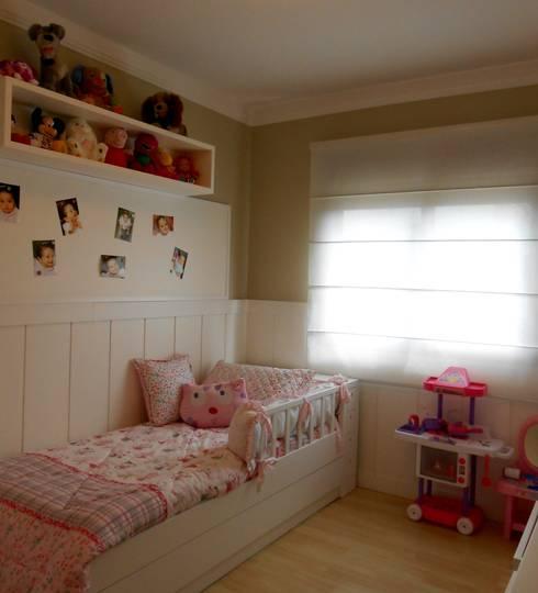 Dormitório Menina ( 2 anos ): Quarto infantil  por Angela Ognibeni Arquitetura e Interiores