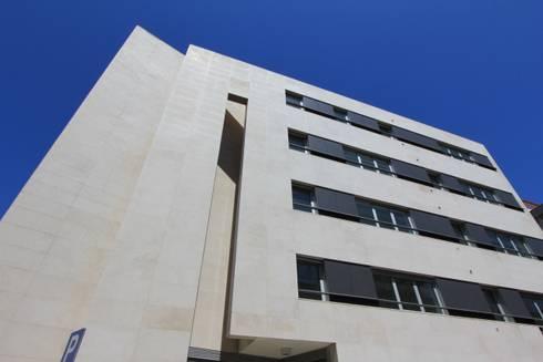 Edifício de Habitação | Lapa | Lisboa: Casas modernas por ATELIER DA CIDADE