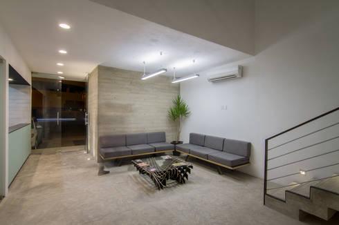 PRO-MEDICA: Salas de estilo minimalista por Estudio Tresuncuarto