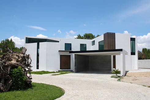 Fachada principal: Casas de estilo moderno por Narda Davila arquitectura