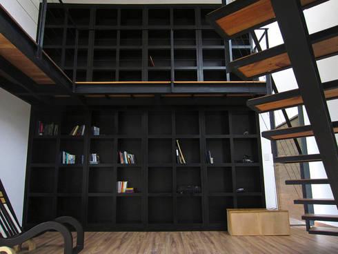 Bbiblioteca: Estudios y oficinas de estilo moderno por Narda Davila arquitectura