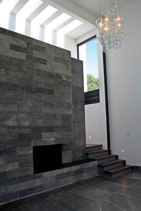 Chimenea: Salas de estilo moderno por Narda Davila arquitectura