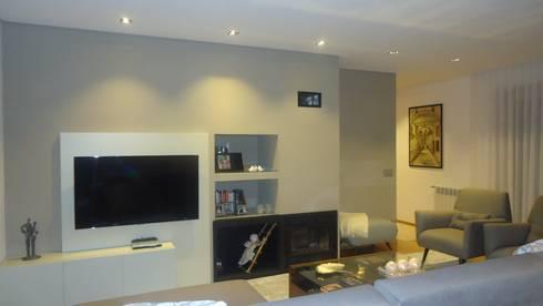 Remodelação Duplex:   por Artespaço - Sara Maria Sequeira Gomes Soc. Unip. Lda.