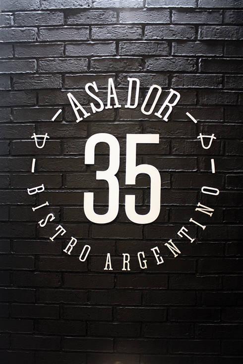 ASADOR 35: Restaurantes de estilo  por Narda Davila arquitectura