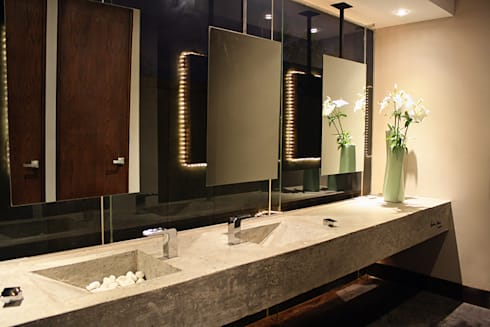 Baños mujeres: Restaurantes de estilo  por Narda Davila arquitectura