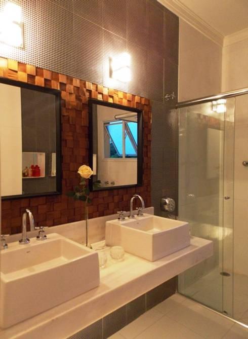 Banho suíte - bancada dupla: Banheiros modernos por Lúcia Vale Interiores