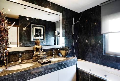 casa de banho/bathroom: Casas de banho modernas por 3L, Arquitectura e Remodelação de Interiores, Lda