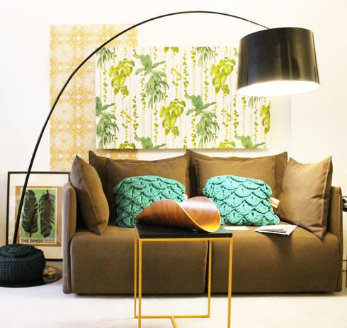 PRIMAVERA VERÃO: Salas de estar tropicais por Entre Led e Design