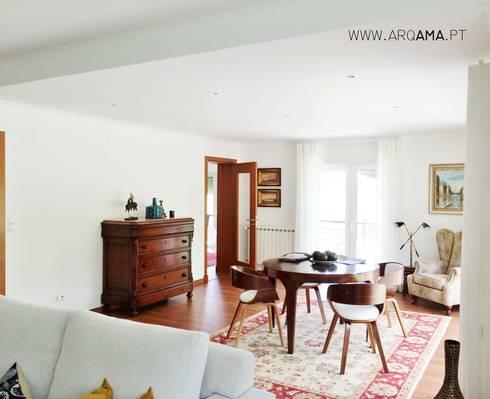 Moradia Golf: Salas de estar campestres por ARQAMA - Arquitetura e Design Lda