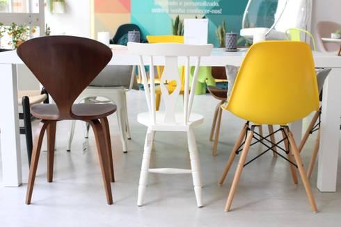 OUTONO E INVERNO: Sala de jantar  por Entre Led e Design