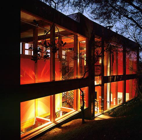 Casa Vila Del Rey: Casas industriais por Vazio S/A