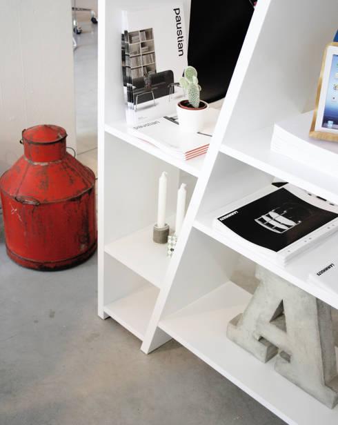 ACESSÓRIOS: Sala de estar  por Entre Led e Design