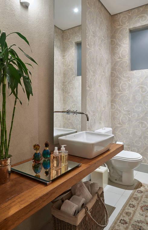Ванные комнаты в . Автор – Isabela Canaan Arquitetos e Associados