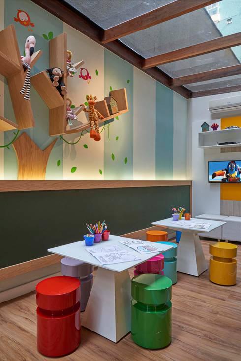 Decora Lider Vitória – Espaço Kids: Salas de estar modernas por Lider Interiores