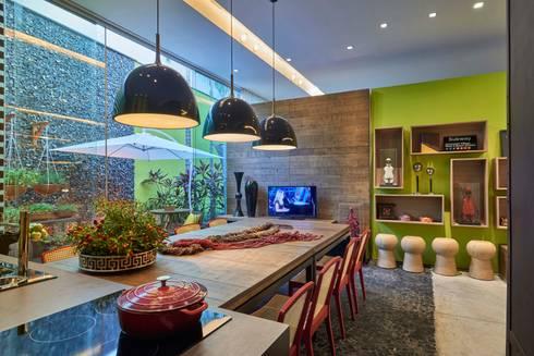 Mostra de Ambientes de Sete Lagoas – Cozinha Gourmet e Área Livre de Lazer: Salas de jantar modernas por Lider Interiores