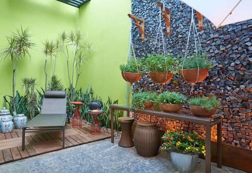 Mostra de Ambientes de Sete Lagoas – Cozinha Gourmet e Área Livre de Lazer: Jardins modernos por Lider Interiores