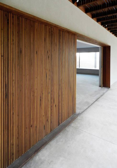 CASA CAB: Casas modernas por DAVID ITO ARQUITETURA