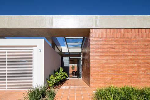 Casa Malva, Bloco Arquitetos: Casas modernas por Joana França
