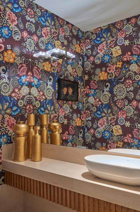 Apartamento ME: Banheiros  por Isabela Canaan Arquitetos e Associados