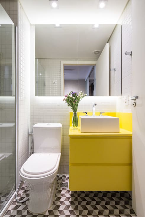 Apartamento Trama, Arquiteta Clarice Semerene: Banheiros  por Joana França