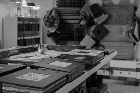 Showroom Porto: Escritórios  por Forma & Enredo