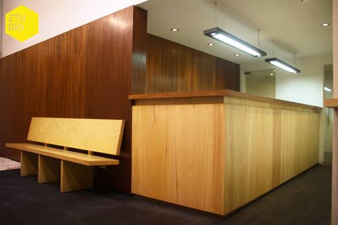 Recepción : Pasillos y recibidores de estilo  por ZTUDIO-ARQUITECTURA