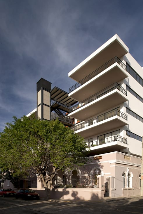 Edificio Casa Gleason: Casas de estilo moderno por Trama Arquitectos