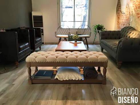 Muebles complemento (Pie de cama): Salas de estilo moderno por Bianco  Diseño