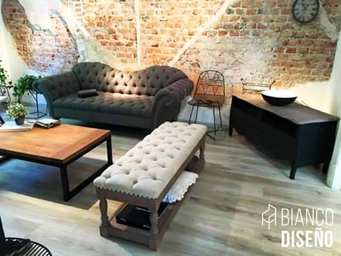 Muebles complemento (Pie de cama): Salas de estilo clásico por Bianco  Diseño