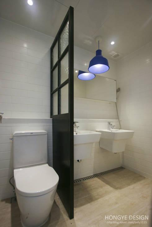 아파트 발코니에 아이들의 물놀이장을 _ 33py: 홍예디자인의  욕실