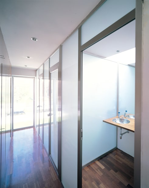 Projekty,  Łazienka zaprojektowane przez MARTIN MARTIN ARQUITECTOS