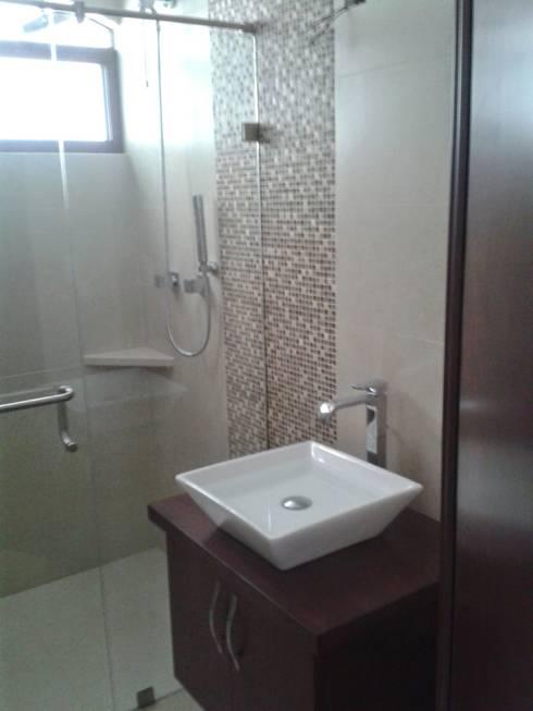 Casa JdC: Baños de estilo  por PUNTO A PUNTO ARQUITECTURA