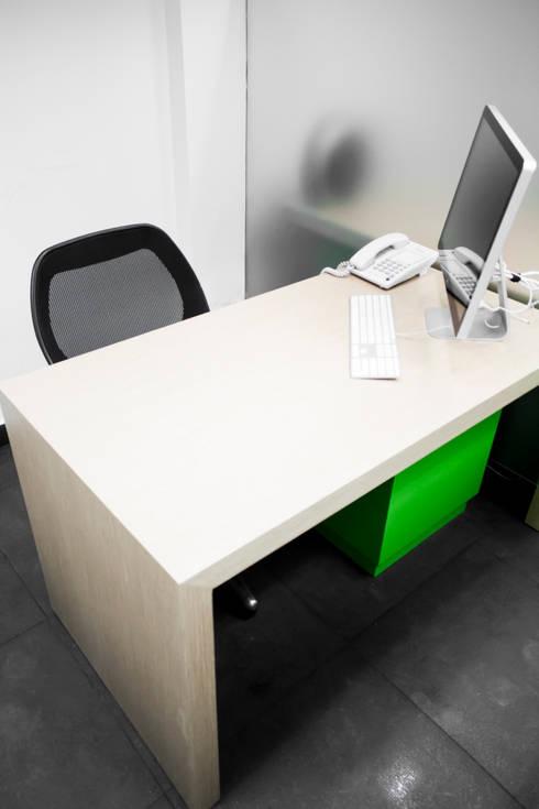 net.brains: Estudios y oficinas de estilo minimalista por C+C | STUDIO