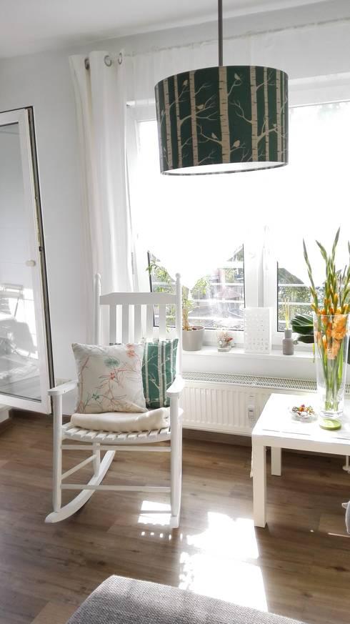 Living: skandinavische Schlafzimmer von Koala Designs