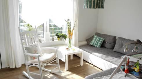 Living: skandinavische Wohnzimmer von Koala Designs