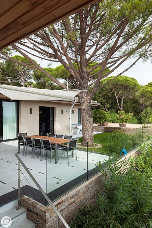 Jardines de estilo mediterráneo por PASSAGE CITRON