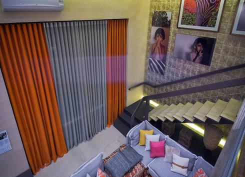 Loft Sustentável – Ambiente CASA COR SC 2015: Salas de estar modernas por Spengler Decor